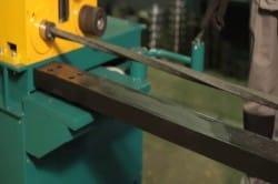 Закручивание металлической заготовки