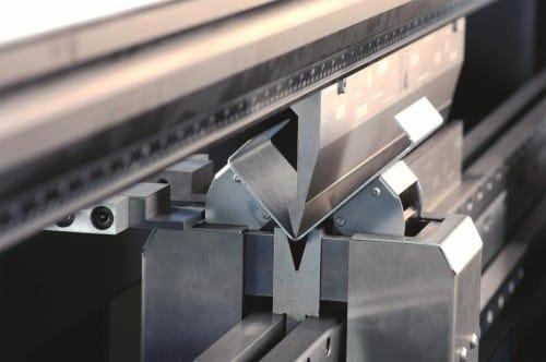 Процесс подготовки металла к сварке.