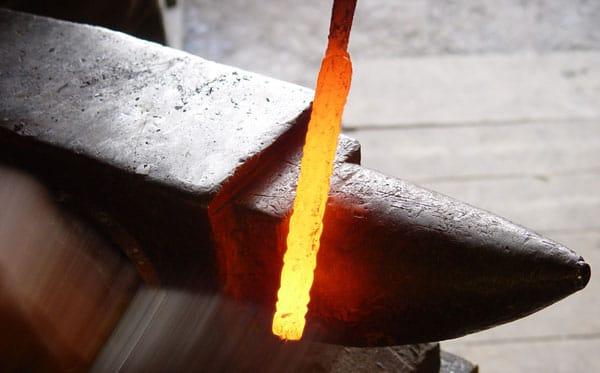 Ковка ножа из дамасской стали