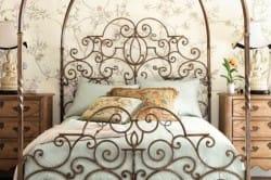Кованная кровать в стиле романтизм